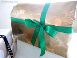 Gold-deer-gift-wrapping