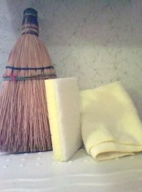 broom_sponge_and_towel