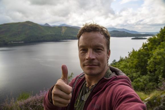 male-tourist-taking-selfie-1503402700syg