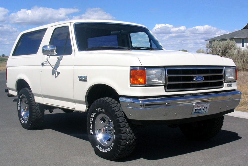 800px-1990_ford_bronco_front